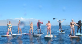 Spend at least two hours per day with physical, mental, spiritual or social activities (here Stand-up Paddling in Hawaii)